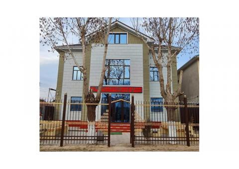 Продаются два здания расположенные на одном земельномучастке в районе спорт комплекса Евразия