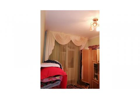 Продаются квартира 3 комнатная квартира, лоджия(9,4 кв.м) и балкон(5,2) не входит общ. кв.